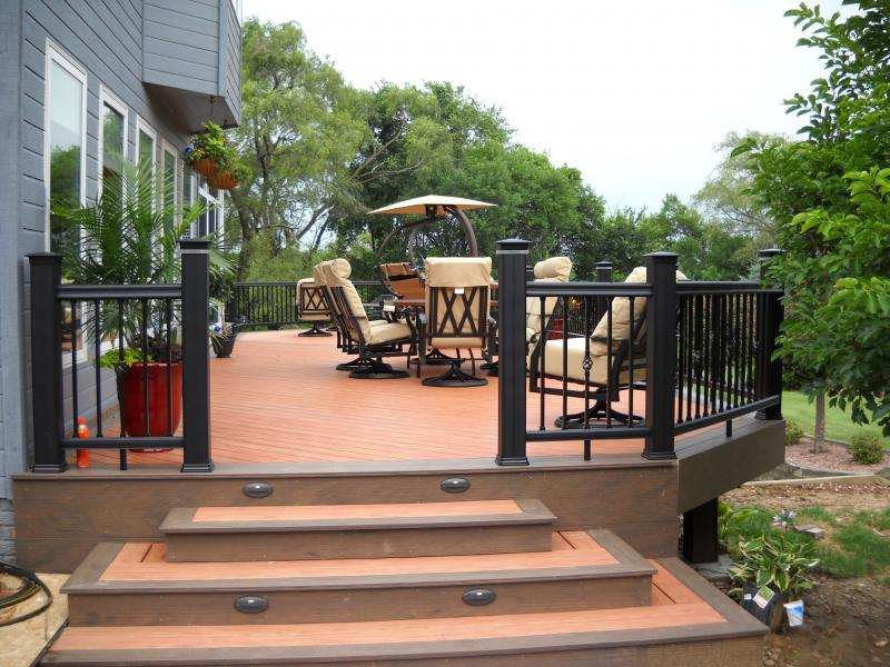 TimberTech Earthwood Deck in Tropical Rosewood with Tropical Walnut Border